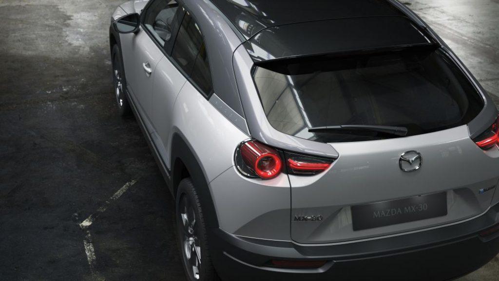 Mazda MX-30 вид сзади