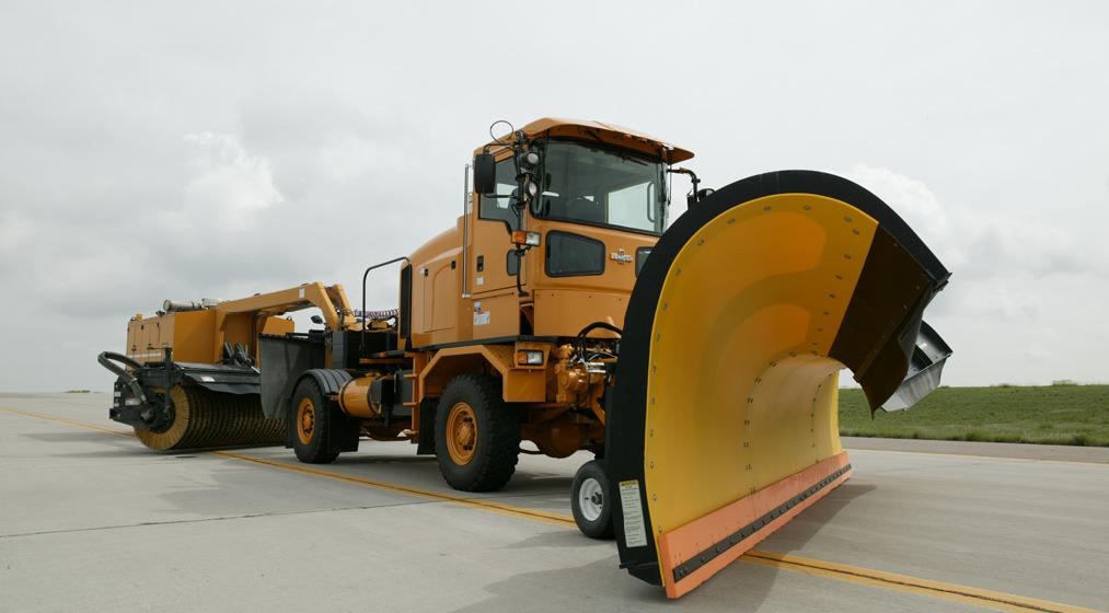 Трактор для уборки снега Oshkosh HT-Series™