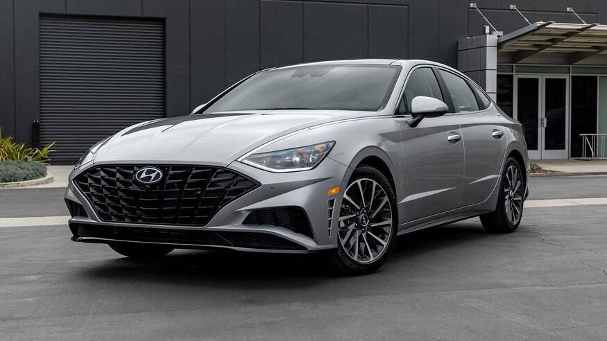 Hyundai представляет обновленный седан Sonata